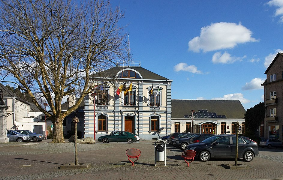 Municipality house in Huldenberg, looking direction East.