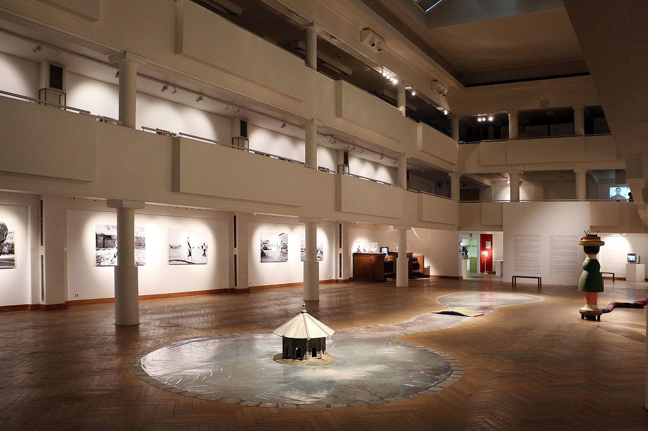 File museo comunale di ixelles interno wikipedia for Interno help