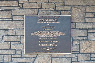 Muskoka Airport - Plaque commemorating dedication of the memorial