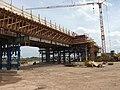 Neue Bahnbrücke in Bau - panoramio.jpg