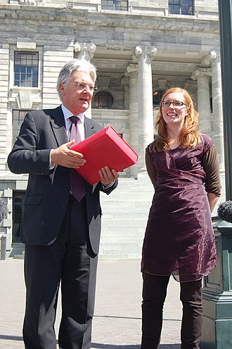 Peter Dunne - Dunne receiving the New Zealand Internet Blackout petition in 2009