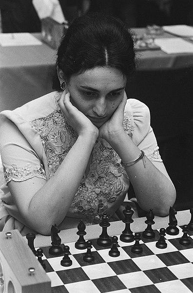 File:Ohra schaaktoernooi Maja Chiburdanidze tijdens haar partij met Pieterse, Bestanddeelnr 933-7153.jpg