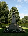 Oslo, statue of Queen Maud of Norway.JPG
