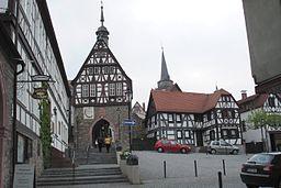 Blick vom Marktplatz Oberursel auf altes Rathaus und St. Ursula