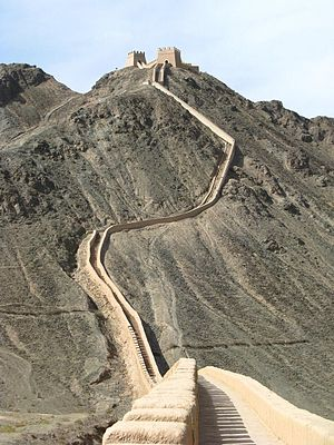 Ming Great Wall - Image: Overhanging Wall
