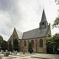 Overzicht van de noordgevel met transept en zicht op de houten dakruiter, kerkhof op de voorgrond - Beets - 20388548 - RCE.jpg