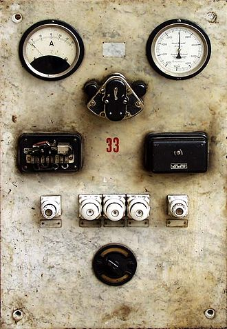 Prague pneumatic post - Air-pump control panel, with an ammeter and a manometer set in a marble slab