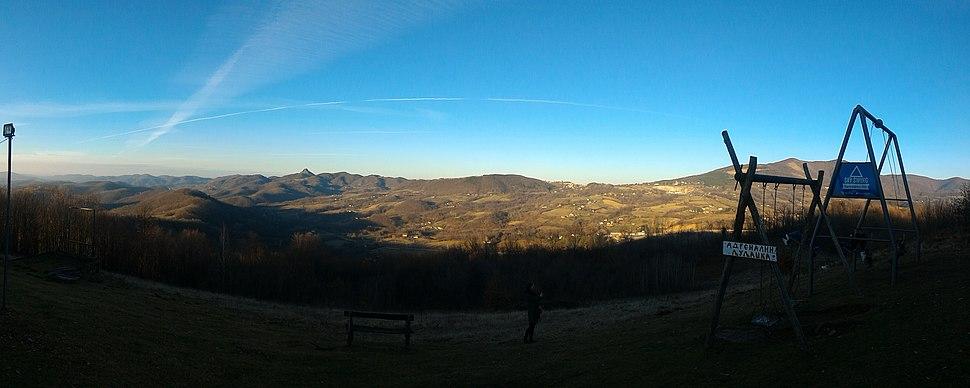 Панорама Рудника. Са леве стране се види Острвица, а десно највиши Цвијићев врх.