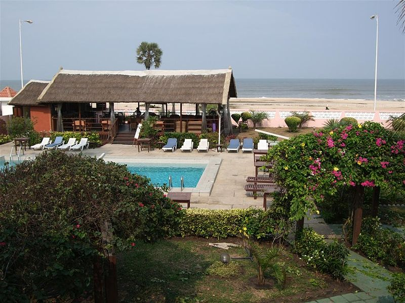 File:Palm Beach Hotel Pointe Noire.JPG