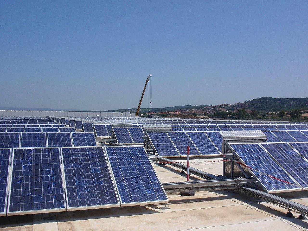 Pannello Solare Tetto Wikipedia : File pannelli solari unicoop tirreno g wikimedia commons