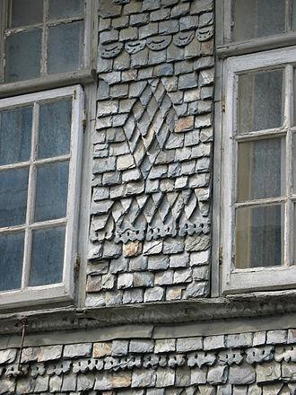 Flagstone - Lauze stone in Lannion (Brittany)