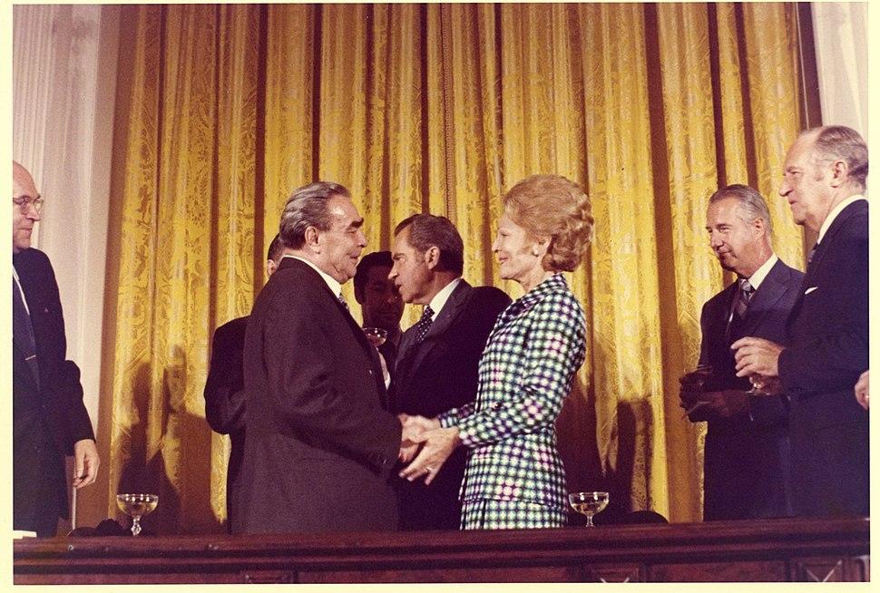 Pat Nixon and Leonid Brezhnev E1073-10A