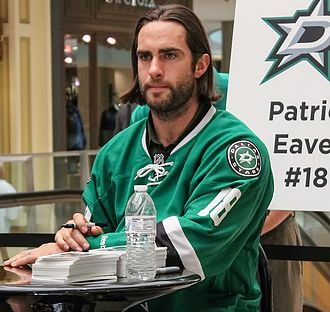 Patrick Eaves - Eaves with the Dallas Stars signs autographs at Galleria Dallas in 2014.