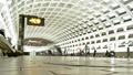 Pentagon City station, January 2005 -01- (50076635308).png