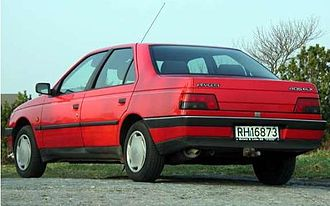 Peugeot 405 - Rear view of the facelifted 405