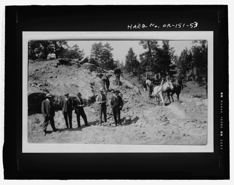 File:Photographic copy of TID photograph (from original print on file at TID office, Tumalo, Oregon). Photographer unknown, ca. 1913-1914 (Tumalo Project canal construction with horses, HAER OR-151-53.tif