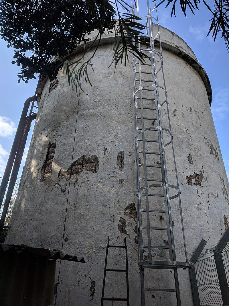 מגדל המים בדרך המייסדים בבית חנן