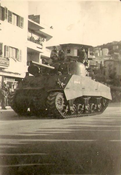 טנק שרמן במצעד ברחוב הרצל חיפה 1949