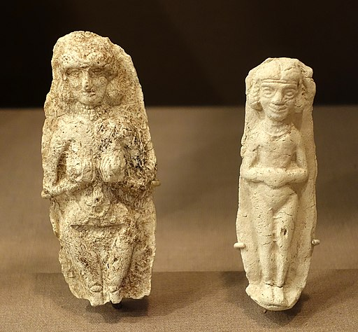 Plaques with nude females, Tell Asmar, baked clay, (left) city wall area, Isin-Larsa period, 2000-1800 BC, (right) Ishchali, 2000-1600 BC - Oriental Institute Museum, University of Chicago - DSC07297