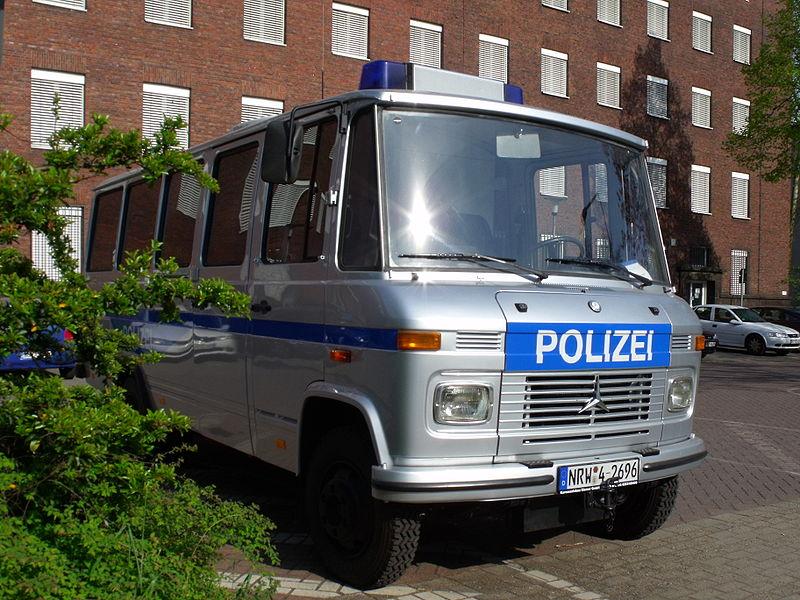 File:Polizeiauto Duisburg.JPG