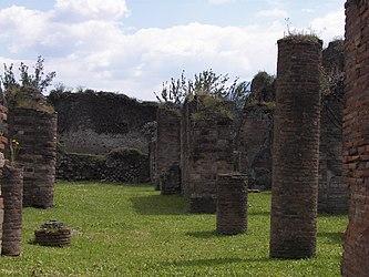 Pompeii columns 2.jpg