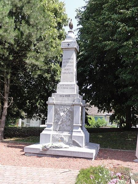 Préseau (Nord, Fr) monument aux morts