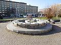 Praha Vrsovice Kubanske namesti fontana.jpg