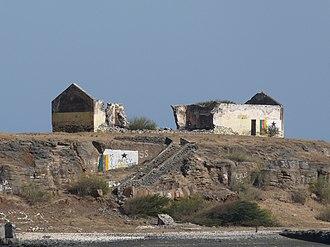 Ilhéu de Santa Maria - Ruined buildings on the islet