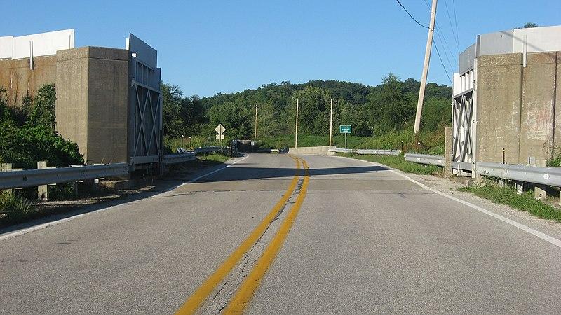 File:Prairie du Rocher dyke gate, seen from without.jpg