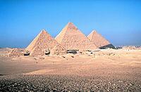 Die Pyramiden von Gizeh: links Mykernios, in der Mitte Chephren und rechts Cheops