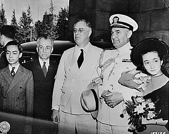 Manuel L. Quezon - President Quezon, with some of his family members, are welcomed in Washington, D.C. by President Roosevelt.