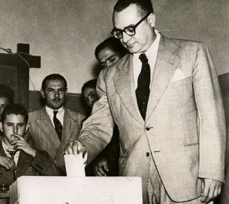 Rómulo Betancourt - Rómulo Betancourt voting at the Venezuelan Constituent Assembly election, 1946