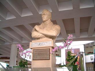 Raffles Institution - Bust of Sir Stamford Raffles at the Year 1-4 atrium