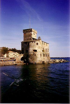 Die Hafenburg von Rapallo.