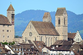 Stadtpfarrkirche Rapperswil - Stadtpfarrkirche as seen from Holzbrücke Rapperswil-Hurden, the clock tower of the Rapperswil Castle to the left