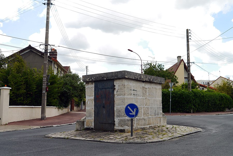 Fresnes, Val-de-Marne, France. Regard 4 from aqueduc Médicis.
