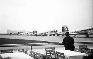 Frankfurt Airport - Frankfurt Airport in 1936, with several Ju 52/3m and Fw 200 of Deutsche Lufthansa