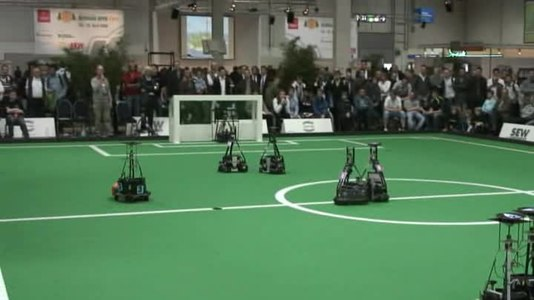 Fitxer:RoboCupSoccer Robot Football at 2009 German Open.ogv
