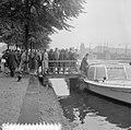 Rondvaart Europese roeisters door Amsterdam, Meike Vlas krantenbelangstelling, Bestanddeelnr 916-7178.jpg