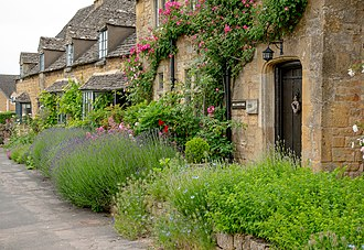 Broadway, Worcestershire - Row houses of Cotswold stone in Broadway