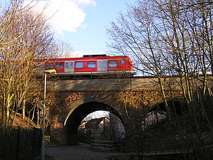 S5 (Rhine-Main S-Bahn) - S5 crossing a viaduct in Bad Homburg