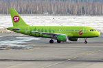 S7 - Siberia Airlines, VP-BHF, Airbus A319-114 (25866740395).jpg