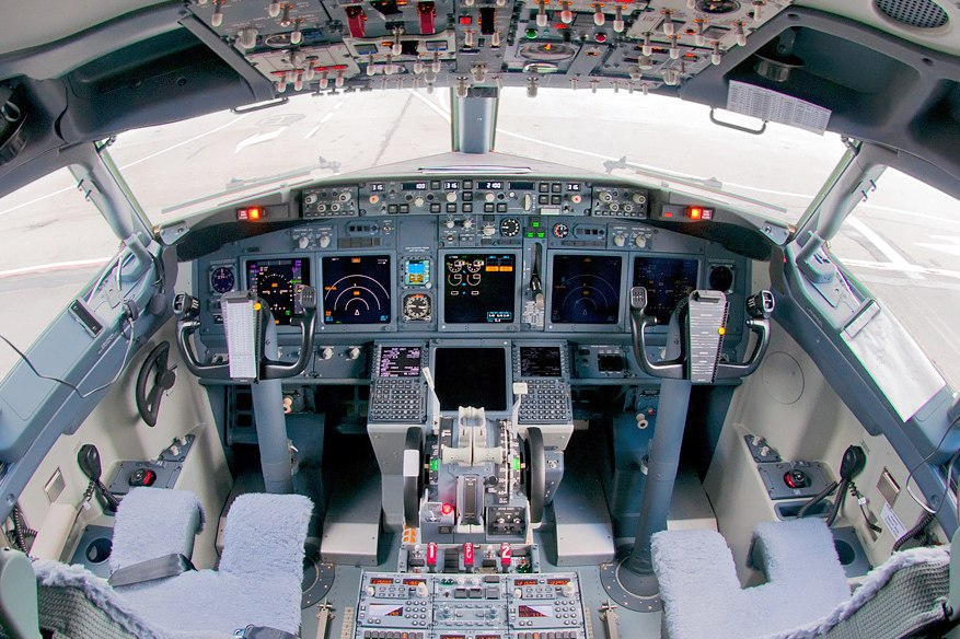 S7 Airlines Boeing 737-8ZS flight deck Beltyukov