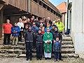 S policisti, njihovimi sorodniki in ostalimi na Šmarni gori.jpg
