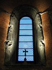Sacra di San Michele - Chiesa vetrata altare