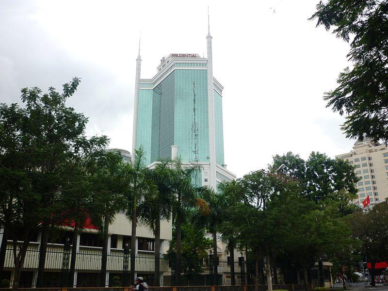 Saigon Trade Center v%C6%B0%C6%A1n m%C3%ACnh trong n%E1%BA%AFng.jpg