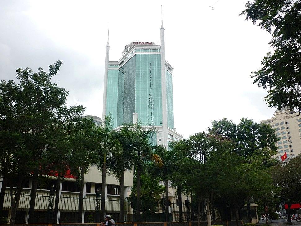 Saigon Trade Center v%C6%B0%C6%A1n m%C3%ACnh trong n%E1%BA%AFng