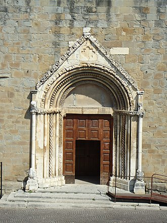 Church of Sant'Agostino, Amatrice - The church's portal
