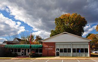 Selmer, Tennessee - Selmer City Hall in November 2013.