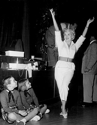 Betty Grable - Betty Grable's daughters Victoria Elizabeth and Jessica watch her rehearse for her TV debut on Shower of Stars (1954)